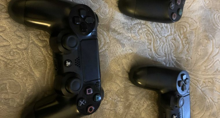 ps4 slim with a thrust master steering wheel / 3 controllers / 4 games