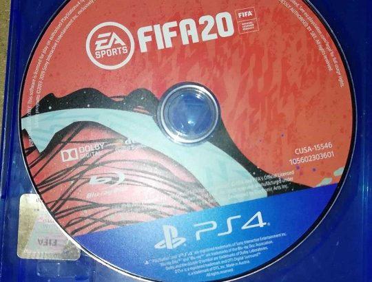 2 original sony controllers + Fifa 20 Arabic