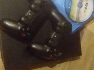PlayStation 4 excellent conditions with 2 controller bas il maskten ta3banen shway bas bytzabato hen
