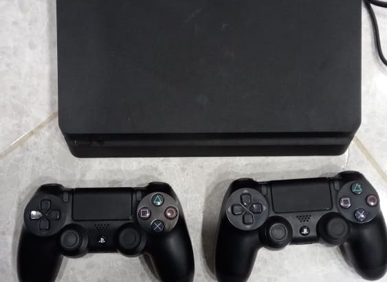 Ps4 plus 1 terra with 2 original controllers like new