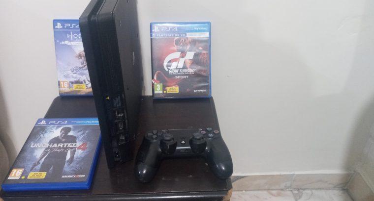 ps4 slim + 1 controller+ 3 games