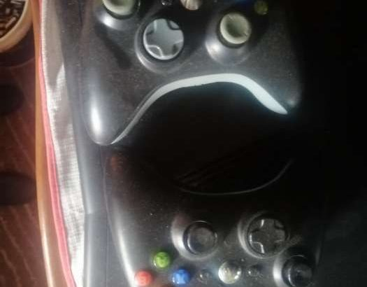 Xbox 360S m3adaleh with 2 joystick original and many games